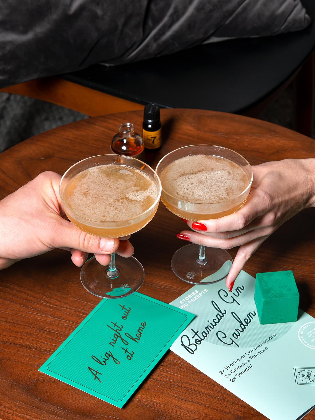Cocktails selber machen. Mit den Cocktail Sets von Drink Syndikat. Highclass Cocktails bei Dir zuhause.