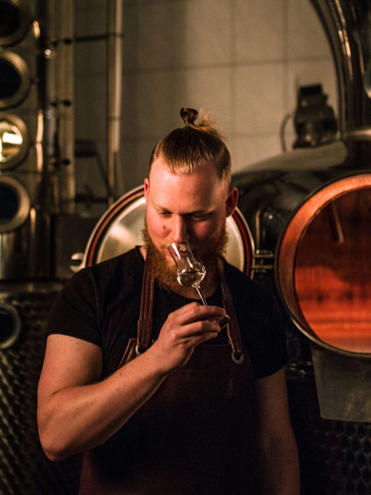 Felix Georg Kaltenthaler - Revolte Rum Dry Curacao - Zutat im Cocktail Set