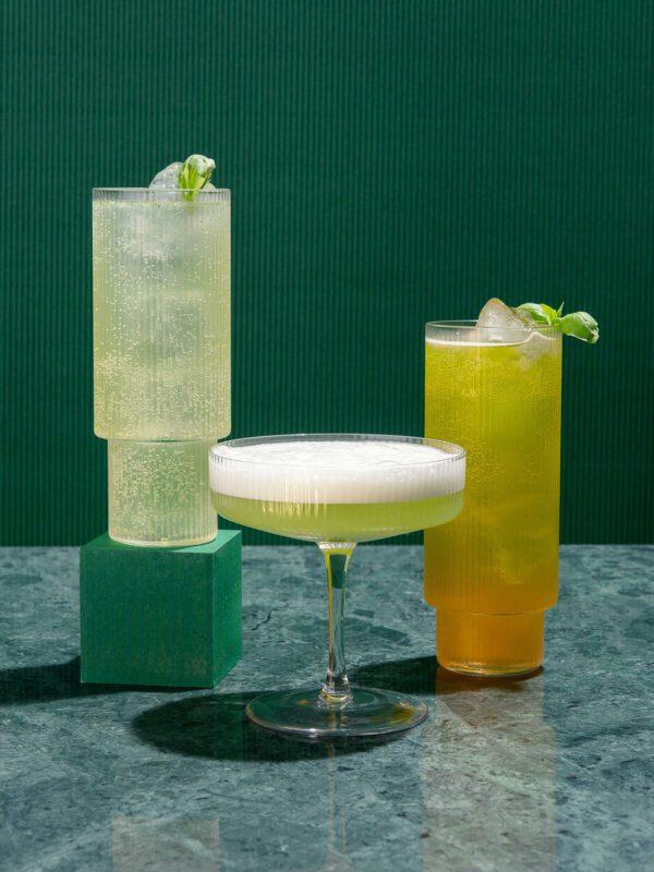 Gin Geschenkset von Drink Syndikat: Gin Basil Cocktail Set als Geschenk: Gin Basil Wonderland von Drink Syndikat mit Rezepten und Zutaten von Top-Bartendern